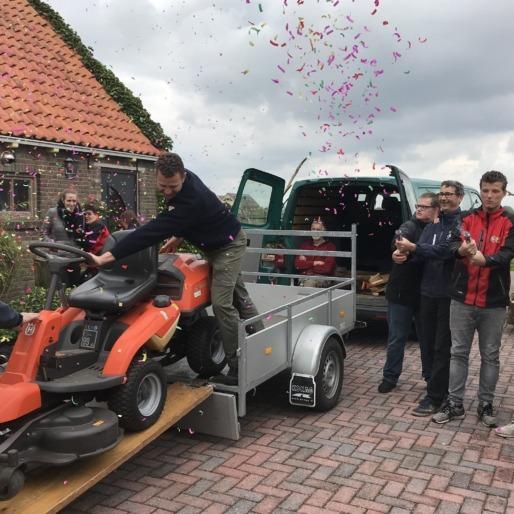nieuwe maaimachine voor vrijwilligers It Fryske Gea