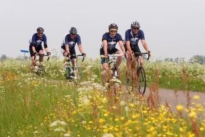 Henk Angenent Classic-fietsers in zadel voor goed doel